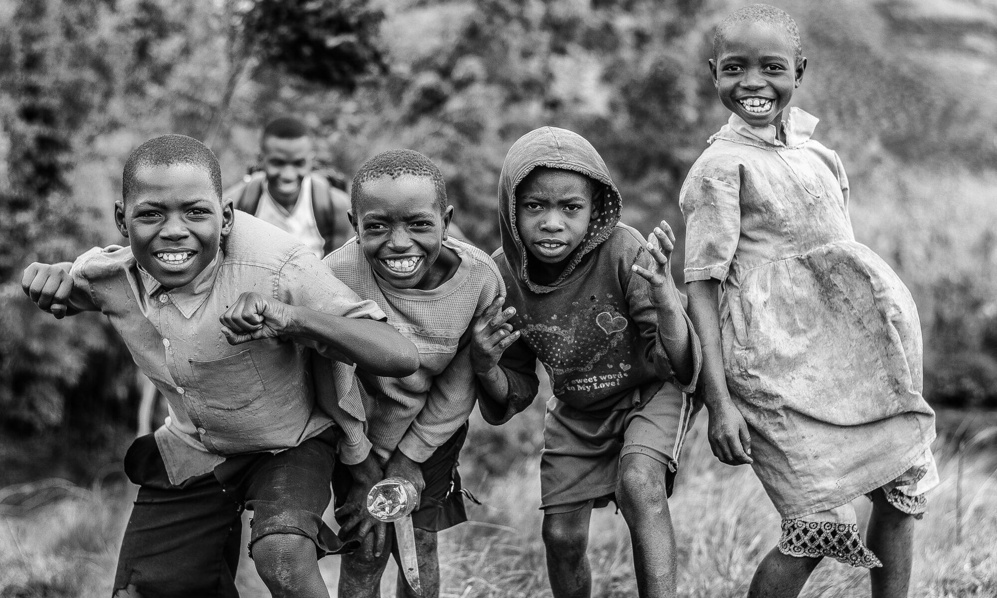imagen de niños y niñas de raza negra
